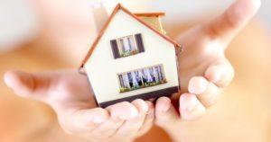 Юрист: возможность сохранения единственного жилья необходимо оставить